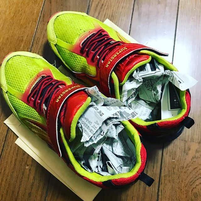 靴の匂い 新聞紙入れる
