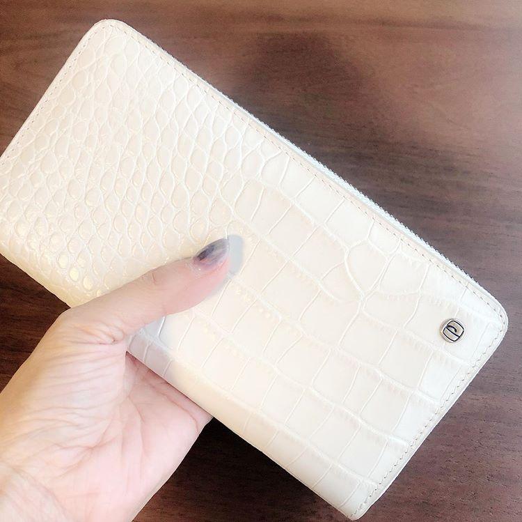 風水 白財布